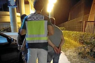 Turistă, violată de doi bărbați în Spania. A fugit dezbrăcată în mare pentru a scăpa de ei