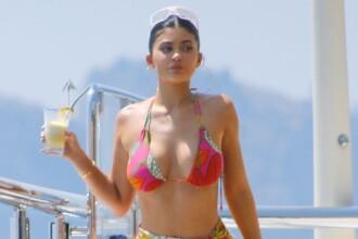 Cum s-a fotografiat Kylie Jenner în vacanță. Fanii, încântați de apariția sa provocatoare