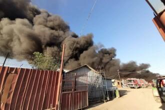 Alertă la Buzău: sute de oameni, evacuați din case din cauza unui incendiu. VIDEO