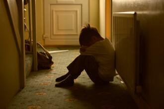 Ce au găsit polițiștii în casa unui bărbat din Anglia acuzat de hărțuire sexuală