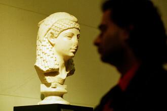 Cercetătorii au recreat parfumul Cleopatrei, după o rețetă veche de 2.000 de ani