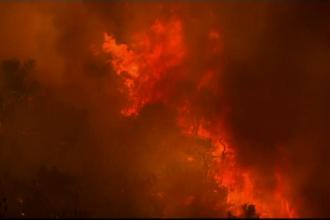 Insulă grecească, pârjolită de incendii. Bulgarii au închis o autostradă spre Grecia