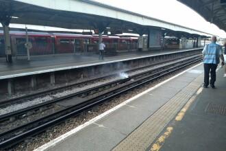 Moarte cumplită pentru un tânăr, într-o gară din Anglia. Martorii, în stare de șoc