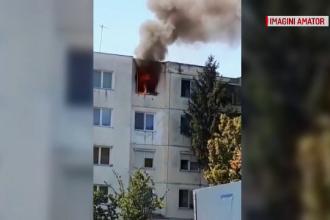 Incendiu puternic la un bloc din Târgu-Mureș. O femeie de 60 de ani internată cu arsuri