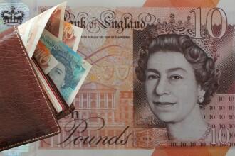 Lira sterlină, la paritate cu euro. Brexitul depreciază masiv moneda Regatului Unit