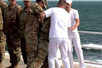 Momentul în care un militar american leșină în timpul discursului lui Iohannis. VIDEO