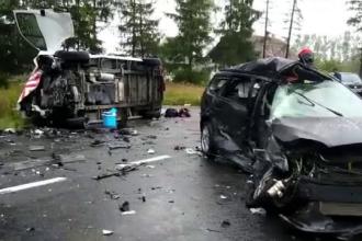 Un mort și 4 răniți, după ce 2 autovehicule s-au izbit, pe DN1