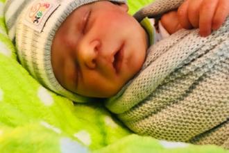 Doi soți au cerut bani online pentru bebelușul lor mort. Descoperirea șocantă a poliției