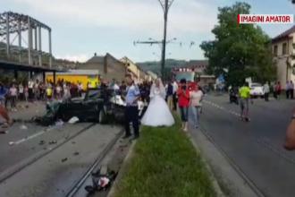 Accident rutier provocat de un mire chiar în ziua nunții. Mașina a ajuns într-un stâlp