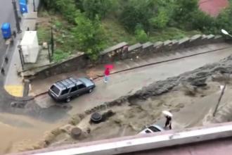 Inundațiile din Istanbul au făcut victime. Șuvoaiele au măturat străzile orașului