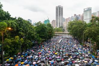 Mobilizare de amploare pe ploaie la Hong Kong: