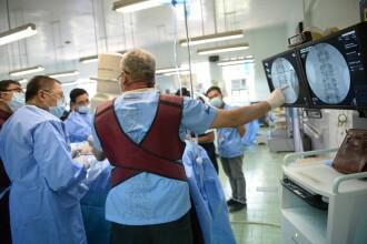 Rusia trimite 100 de virologi militari în Italia