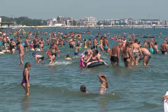 Un bărbat a salvat doi copii de la înec, la Olimp, dar el nu a mai ieșit din mare
