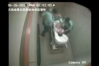VIDEO șocant. Doi polițiști din Hong Kong lovesc un bărbat legat de un pat într-un spital