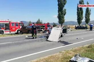 Accident grav în Arad, după ce o șoferiță a atins roata unui camion, într-o depășire