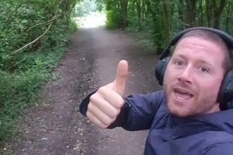 Un bărbat nu s-a mai oprit din alergat de 963 de zile. De ce fuge încontinuu