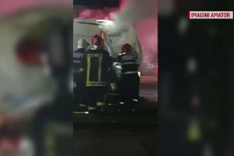 Pericol de explozie într-o parcare. O dubă cu produse inflamabile a luat foc