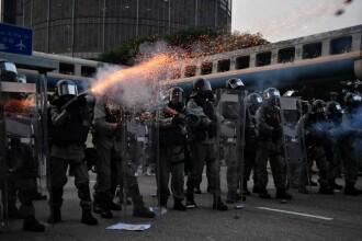 Nou protest violent la Hong Kong. Mii de persoane au ieșit pe străzi, purtând măști de gaz