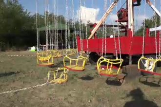 Fetiță rănită, după ce scaunul unui carusel s-a desprins. Copila a zburat prin aer