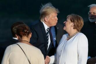 Trump și-a țuguiat buzele pentru a o pupa pe Merkel, la summitul G7 din Franța