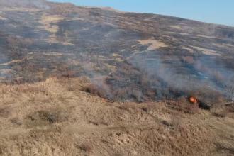 30 de incendii în doar 48 de ore. Hectare întregi din Prahova, afectate