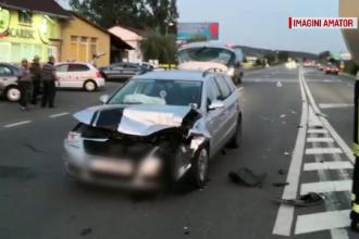 Un șofer în vârstă de 20 de ani a întors pe linia continuă. Echipele SMURD au venit urgent