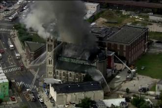 Catedrală celebră, cuprinsă de flăcări. Incendiul este similar cu cel de la Notre Dame
