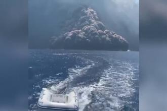 Panică după erupția vulcanului Stromboli. Oamenii fug din calea norului de cenușă. VIDEO
