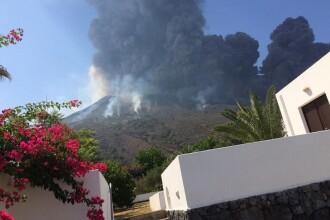 Incendii şi tsunami în Italia, după erupţia vulcanului Stromboli. Cantităţi uriaşe de lavă