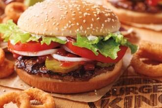 Burger King deschide primul restaurant din România și face angajări. Ce salarii oferă