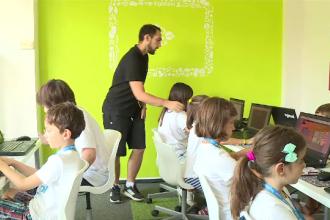 """La 9 ani, deja învată programare, la centre private. """"Vreau să fiu developer"""""""