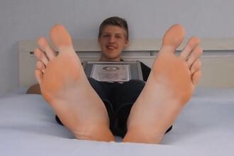 Un adolescent de 16 ani are cele mai lungi tălpi din lume. Ce mărime are la pantofi. GALERIE FOTO