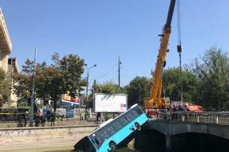 Ce a spus Gabriela Firea despre accidentul în care un autobuz STB a ajuns în Dâmboviţa