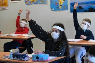Cercetători britanici: Deschiderea școlilor ar putea dubla cazurile de COVID-19 în al doilea val de infectări