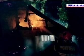 Tragedie în Vaslui. Un bărbat a murit electrocutat, în încercarea de a-și salva vecinii dintr-un incendiu