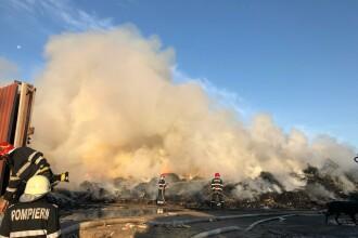 Pompierii se luptă de mai bine de 24 de ore să stingă incendiul din Sectorul 5 din București