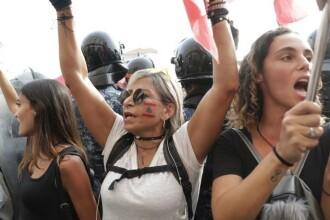 """Proteste cu gaze lacrimogene în Liban, în fața Parlamentului: """"Revoluție, revoluție"""""""