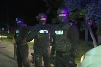 Polițiști atacați cu coasa, lângă Târgoviște. Agresorii au fost împușcați