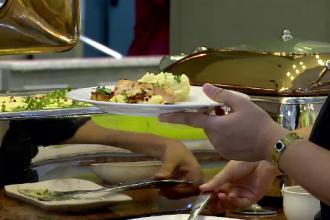 Ce mănâncă turiștii români pe litoral. Ciorba, pe primul loc în preferințe