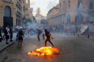 Haosul continuă pe străzile din Beirut chiar și după demisia Guvernului. Ce reclamă protestatarii