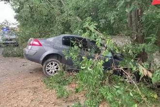 Accident grav în Dâmbovița. O femeie de 44 de ani a intrat cu mașina în gardul unei gospodării