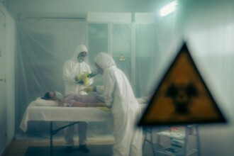 Descoperire făcută de specialiști. Coronavirusul a fost identificat la 5 metri distanță de un pacient infectat
