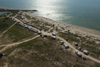 Pe plajele Vadu şi Corbu nu se va mai permite camparea. De ce a fost luată această măsură