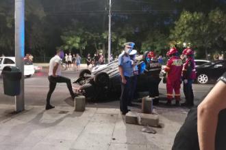 Accidente în București, joi seară. O mașină s-a răsturnat, în Sectorul 5