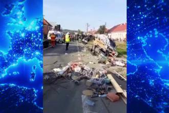 Un camion încărcat cu piatră a spulberat nouă mașini oprite la semafor, în Bistrița