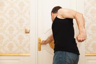 Un bărbat întors în Spania după reluarea zborurilor și-a găsit locuința ocupată ilegal de români. Ce a făcut