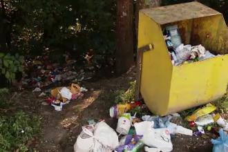 Turiştii lasă în urma lor munţi de gunoaie. Cum profită pensiunile de situaţie