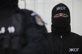 O grupare condusă de un fost polițist de la Crimă Organizată şantaja oameni de afaceri