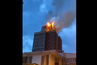 Incendiu uriaș la clădirea în care se află Consiliul Judeţean și Prefectura Reșița. Focul a fost stins după câteva ore