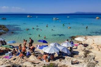 Românii, pe primul loc în topul turiștilor infectați cu Covid-19 din Grecia
